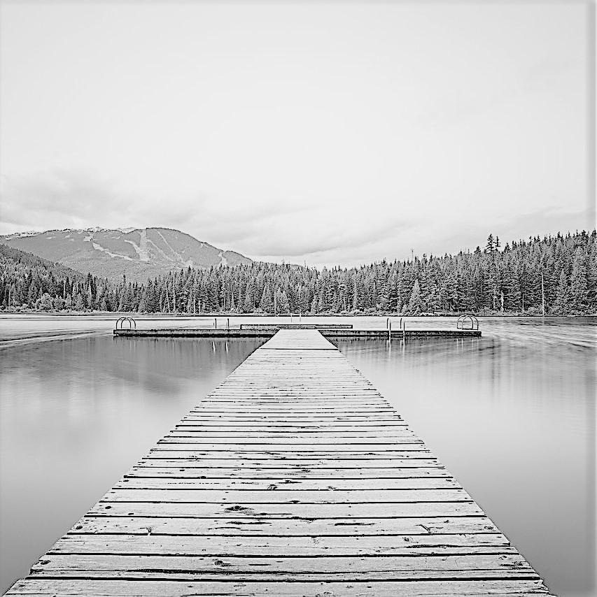Steg ins Wasser ls Sinnbild für einen Motivationsspruch