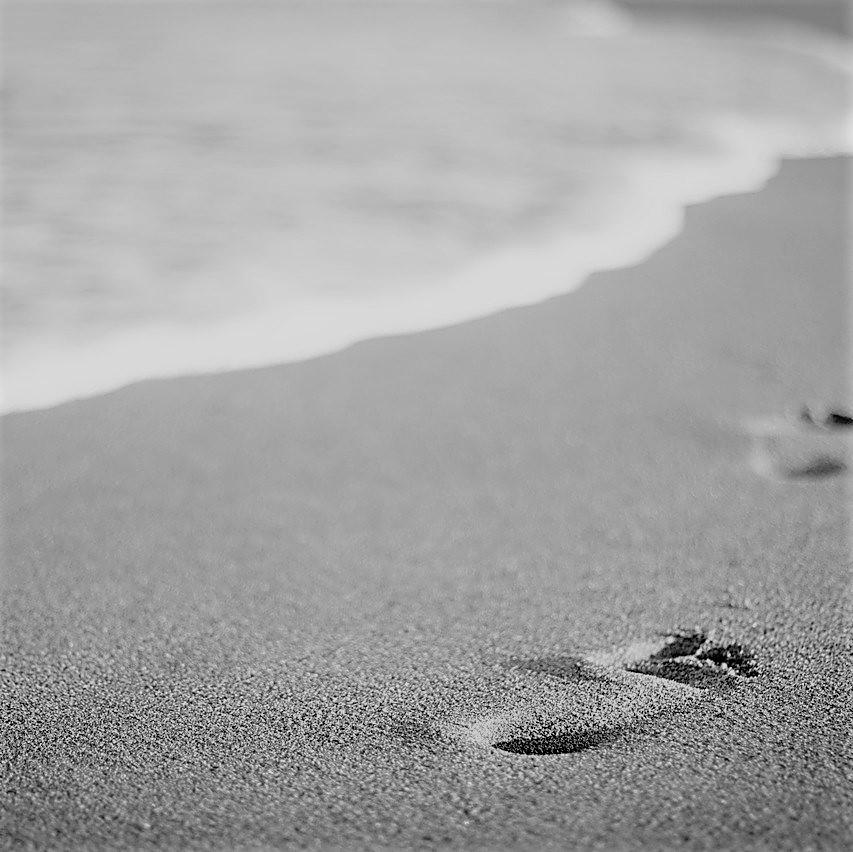Spruen am Strand ls Sinnbild für einen Motivationsspruch